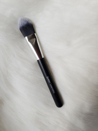 Queen Cosmetics Foundation Brush 2